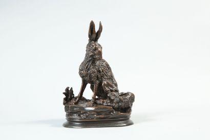Jules MOIGNIEZ (1835 - 1894). Hase et levreau. Bronze à patine brune signé en creux...