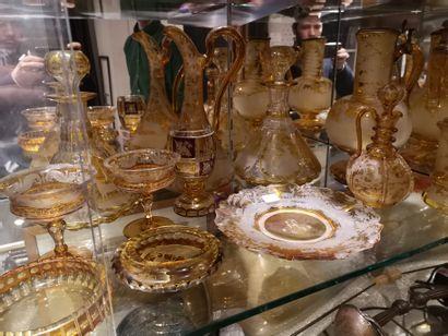 Ensemble de 12 pièces dont paire de vases,...