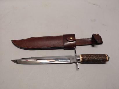 J. MONGIN. Fort couteau de chasse poigné...