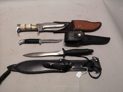 Trois couteaux dont : - un grand couteau...