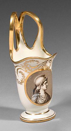 Manufacture de DAGOTY à Paris Pot à lait étrusque en porcelaine représentant la déesse...