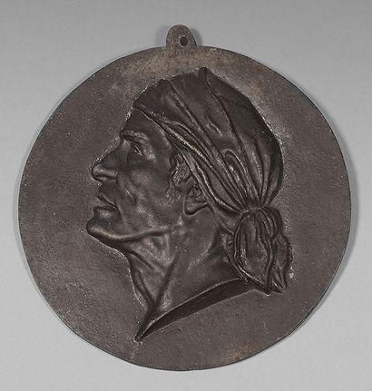 Médaillon représentant Marat de profil. Fonte...