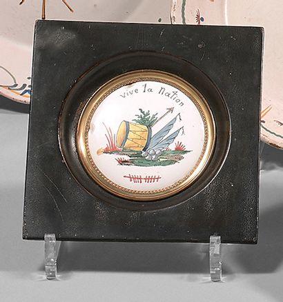 Plaque circulaire en émail peint sur cuivre...