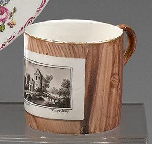 Gobelet litron en porcelaine de Frankenthal...
