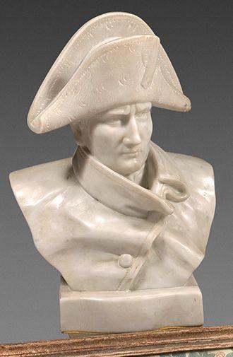 Buste en marbre représentant Napoléon Bonaparte...