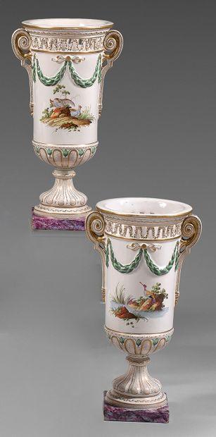 Paire de vases en faïence de Saint-Clément...