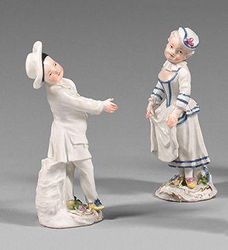 MEISSEN Paire de figurines en porcelaine représentant Colombine, enfant esquivant...