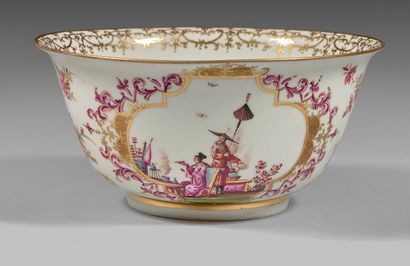 MEISSEN Bol circulaire en porcelaine à décor polychrome et or sur la paroi extérieure...