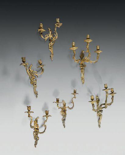 Ensemble de trois paires d'appliques en bronze...