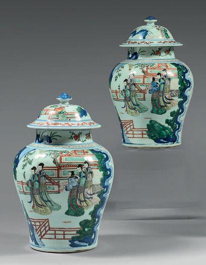 Paire de potiches en porcelaine Wucaï, à...