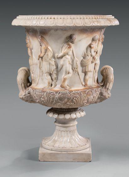 Vase dit «Médicis» en marbre blanc de Carrare...