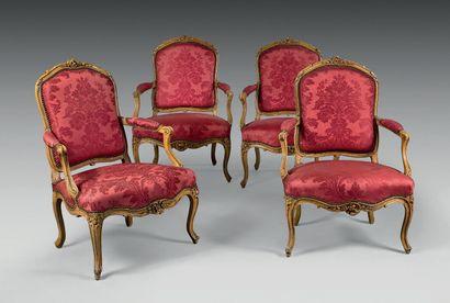 Suite de quatre fauteuils à dossier plat...