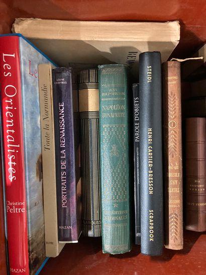 Une caisse de livres d'art, Pierre Loti,...