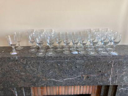 Service de verres (deux tailles) à décor...
