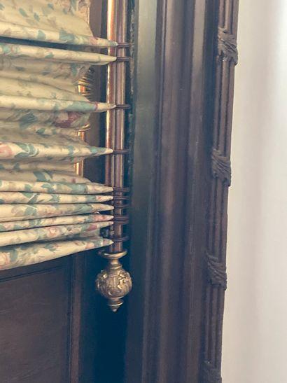 Deux tringles à rideaux dont une décor de...