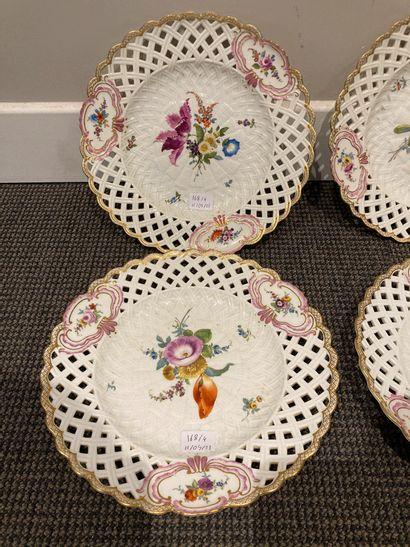 MEISSEN  Suite de quatre assiettes en porcelaine...