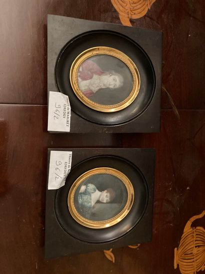 Ecole de la fin du XVIIIème / début du XIXème siècle  Deux miniatures  H. totale...