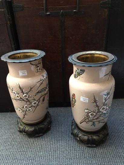 France Paire de vases cylindriques à col...