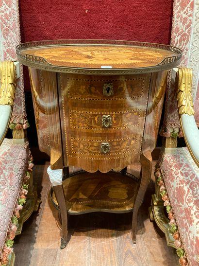Table tambour, décor de marqueterie d'un...