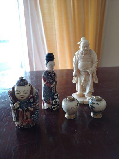 Asie, ensemble d'un okimono à figure de guerrier...