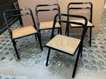 Quatre chaises pliantes métal laqué noir...