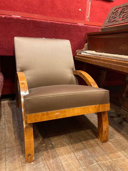 Paire de fauteuils en loupe d'Amboine, garni...