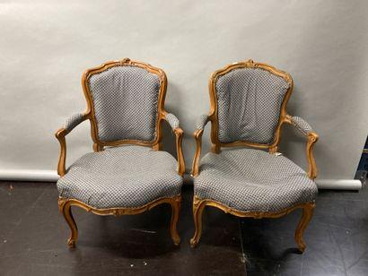 Paire de fauteuils cabriolet en hêtre naturel...