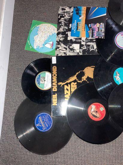Lot de disques à microsillons pour gramophone et 33 tours et 45 tours et divers...