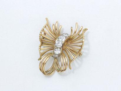 Broche en or 750 millièmes, à décor de noeud,...