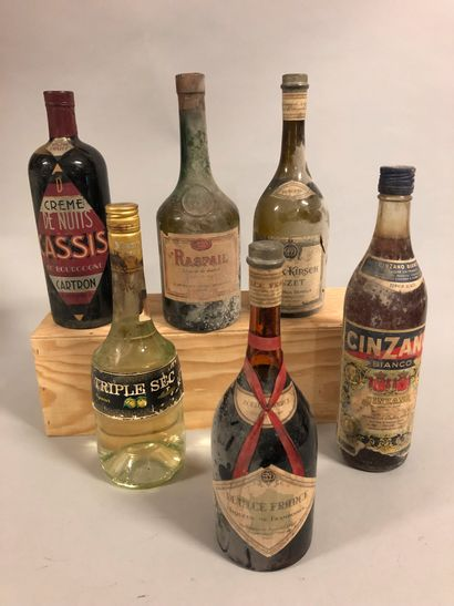 5 bouteilles LIQUEUR/CRÈMES DIVERS Cinzano,...