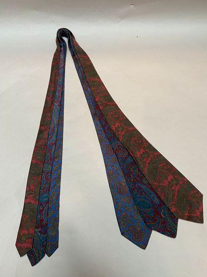 NINA RICCI  Lot de trois cravates en soie...