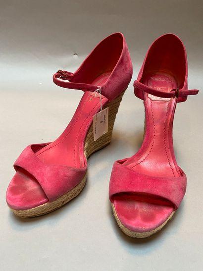 CHRISTIAN DIOR  Paire de sandales en nubuck...