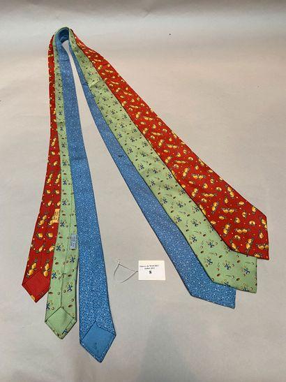 HERMES  Lot de trois cravates en twill de...