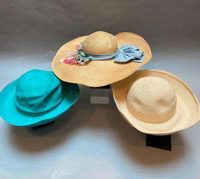 NINA RICCI  Lot de trois chapeaux en paille...