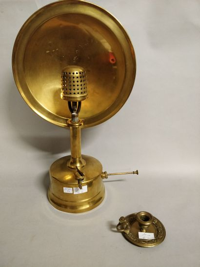 Lampe avec réflecteur  Ht : 53 cm  On y joint...