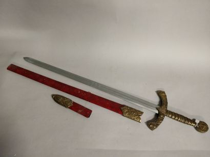 Epée à deux mains, garde à décor de croix...