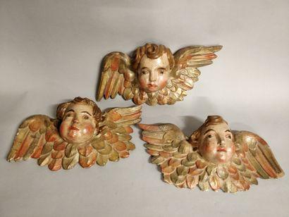 Ensemble de trois Chérubins en bois sculpté...