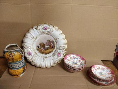 Lot de sous tasses en porcelaine de Minton,...