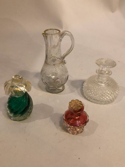 Lot de verrerie :  petit flacon à parfum...
