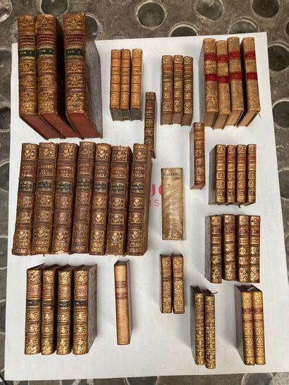 Lot comprenant un ensemble de volumes du...