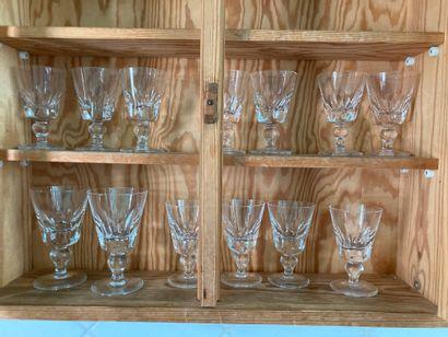 Saint Louis  lot de verres à pieds en cristal...