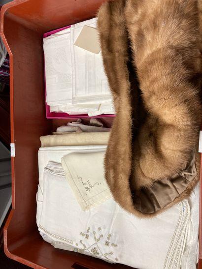 Mannette comprenant une veste courte en fourrure...