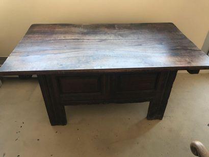 Coffre transformé en bureau en chêne teinté...
