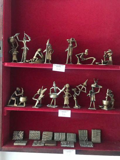Lot de bronzes divers dont : petits personnages...