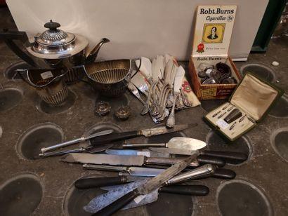 Lot métal argenté : service à thé anglais...
