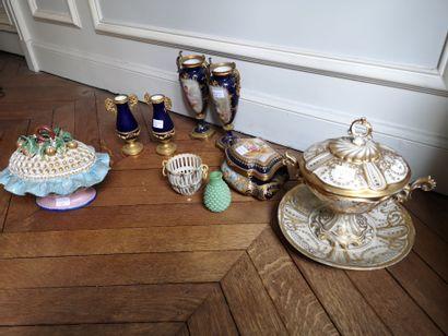Lot de porcelaine et céramique : 2 paires...