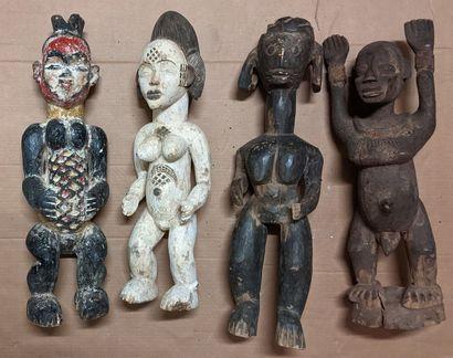 Caisse de masques africains dont sculptures