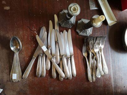 Lot de métal argenté : partie de ménagère...