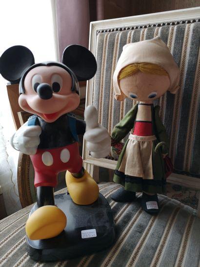 Lot de jouets : Mickey en plastique polychrome...