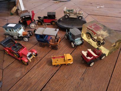Lot de voitures miniatures modèles du début...